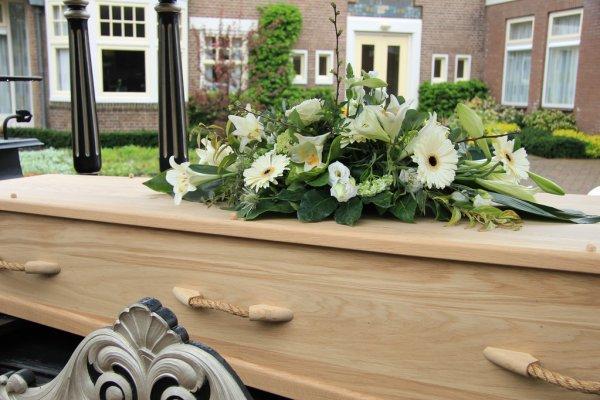Elige adecuadamente flores para funeral