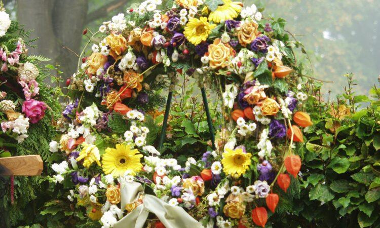 Corona de flores en funerales